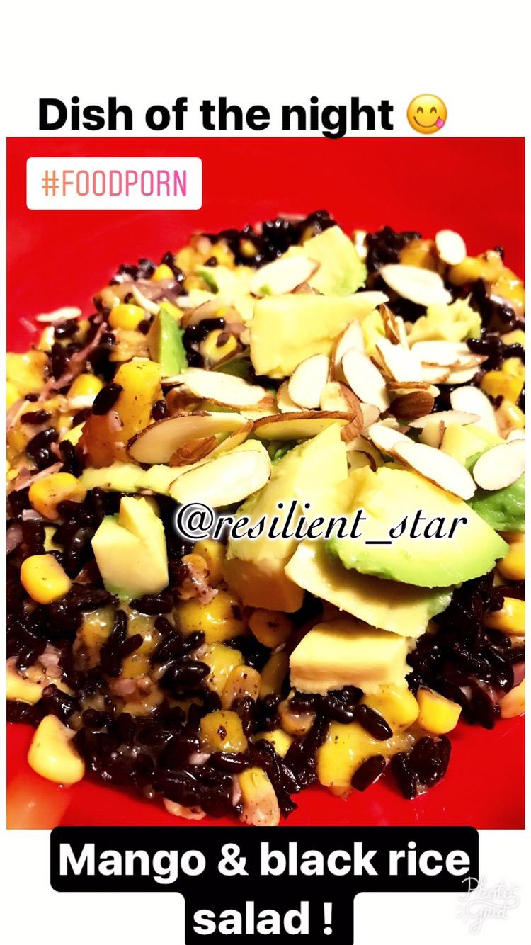 Black rice and mangosalad